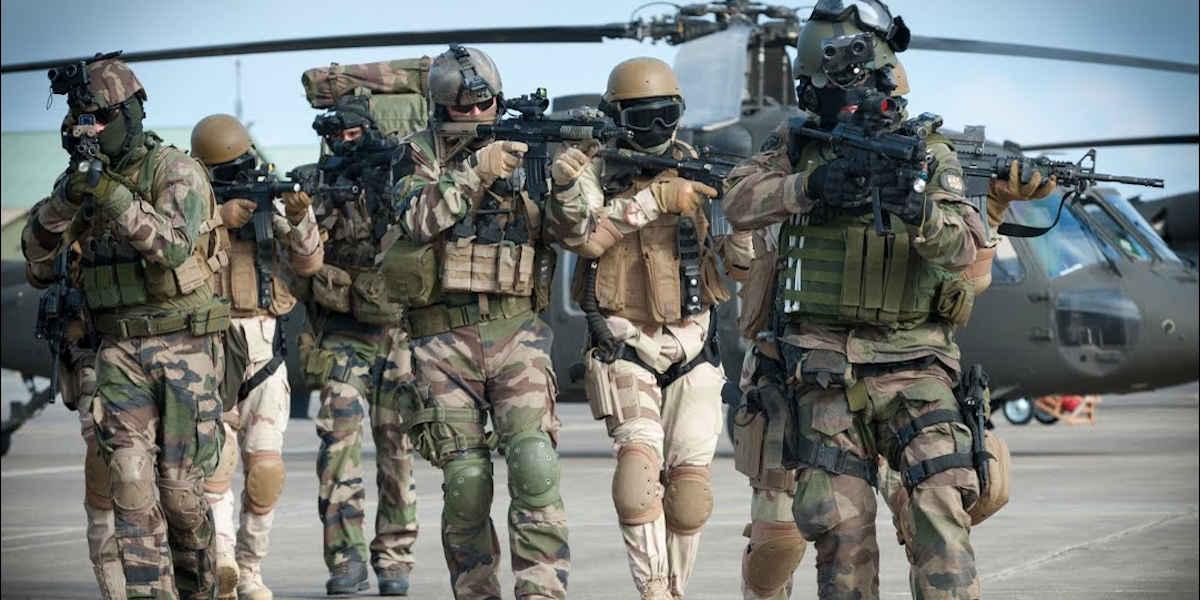 Emmanuel Macron envisage une réduction des effectifs français au Sahel