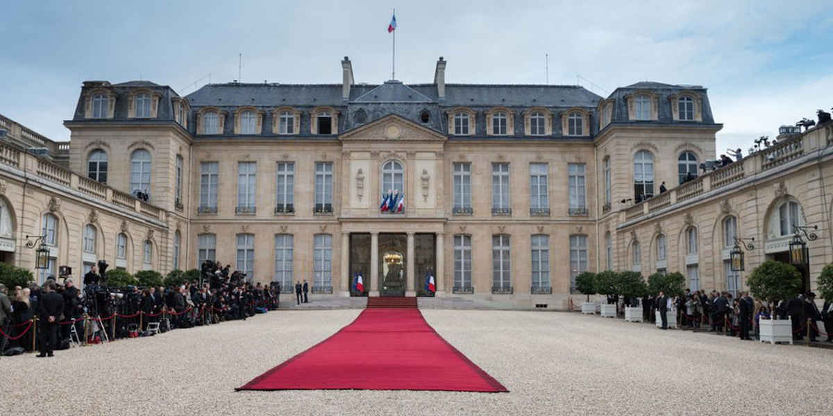 Emmanuel Macron aurait fait exploser son budget fleurs a 600 000 euros