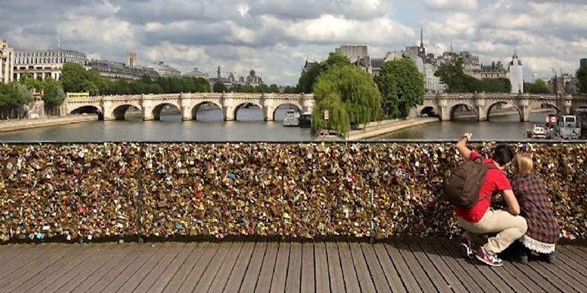 Les cadenas de l'amour menacent les ponts de Paris
