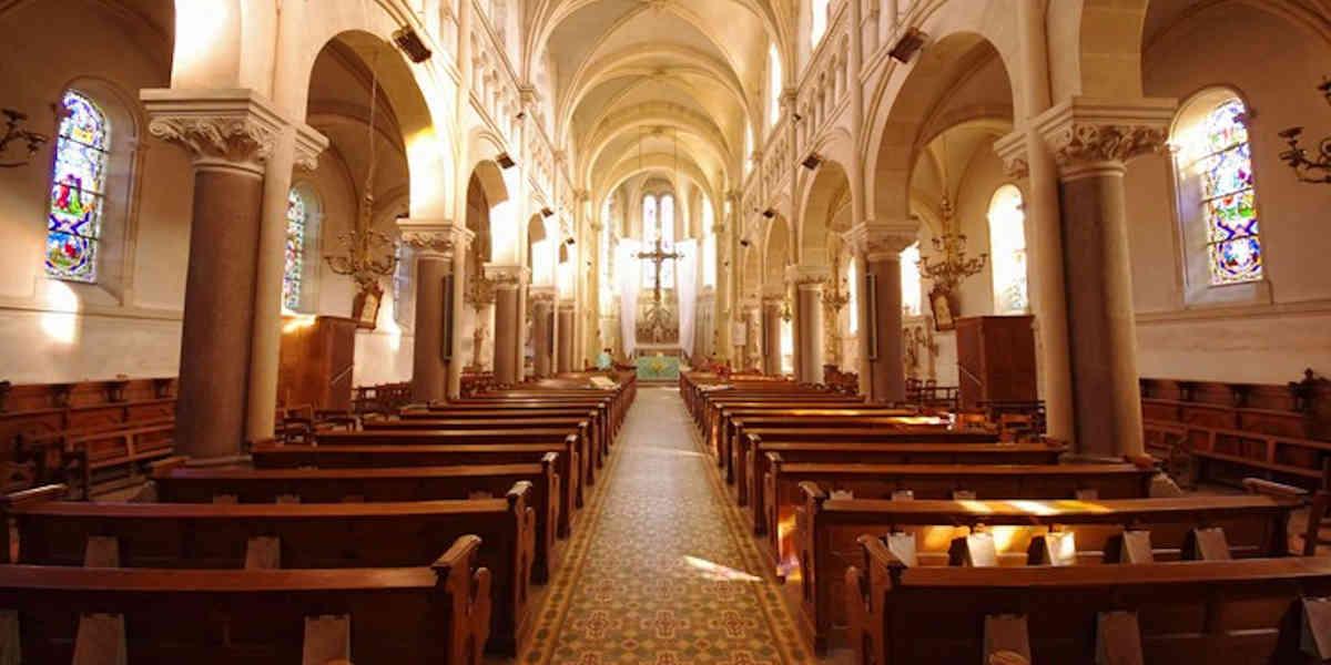 Pâques : une messe célébrée sans protocole sanitaire fait polémique