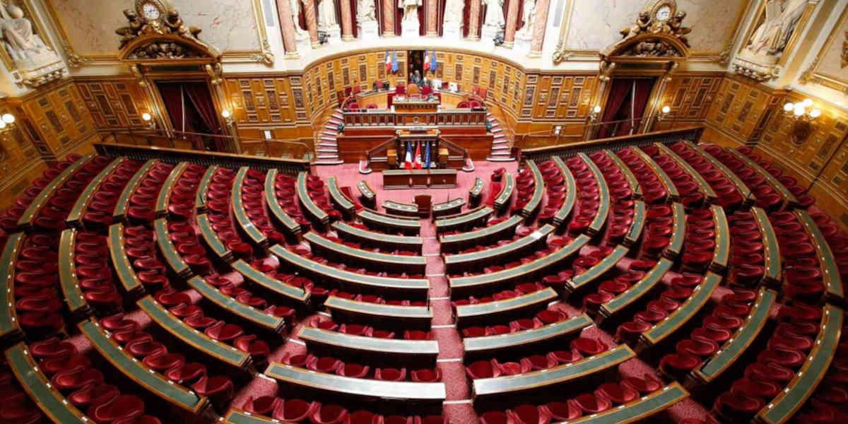 A été votée au Sénat la suspension des allocations familiales pour absentéisme scolaire